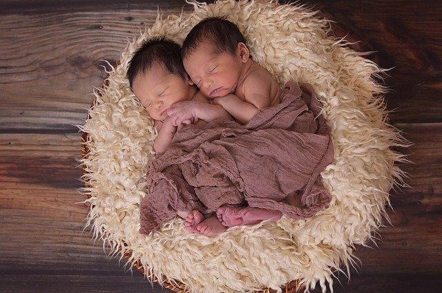 Resiko dan Manfaat Khitan Saat Bayi