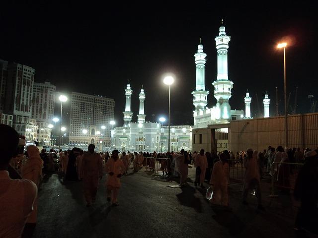 Perlengkapan Haji Pria yang Harus Dibawa